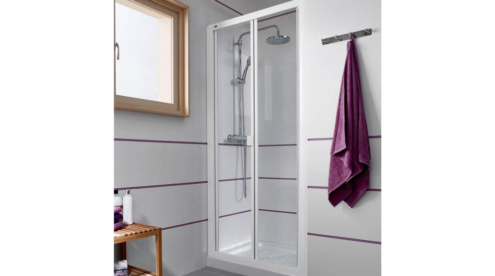Victoria shower screen with folding doors